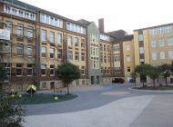 Hauptgebaeude-Schulhofseite